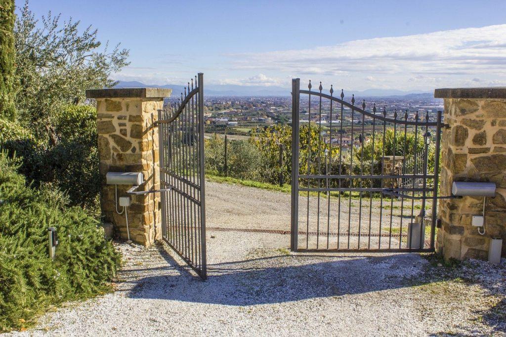 Le portail ajouré : pour apporter une touche particulière à votre clôture